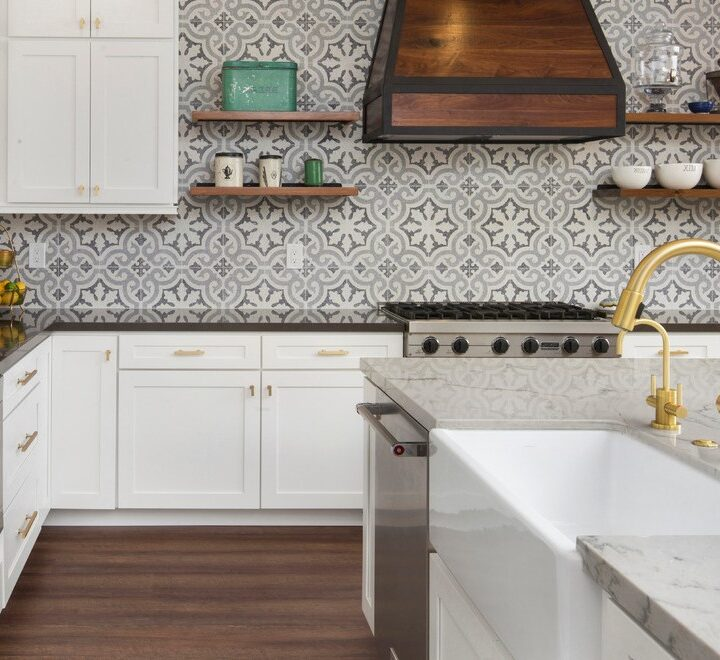 Know How Glass Mosaic Tile Backsplash Gives an Elegant Edge to Your Boring Kitchen Space