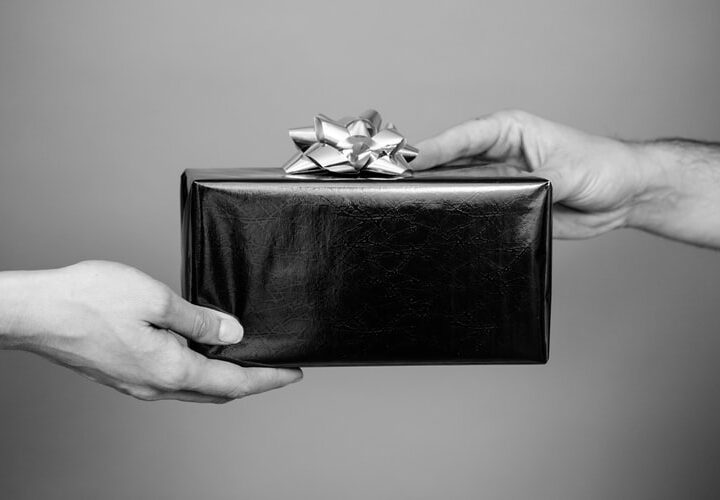 7 Corporate Gifts Better Than Gift Cards