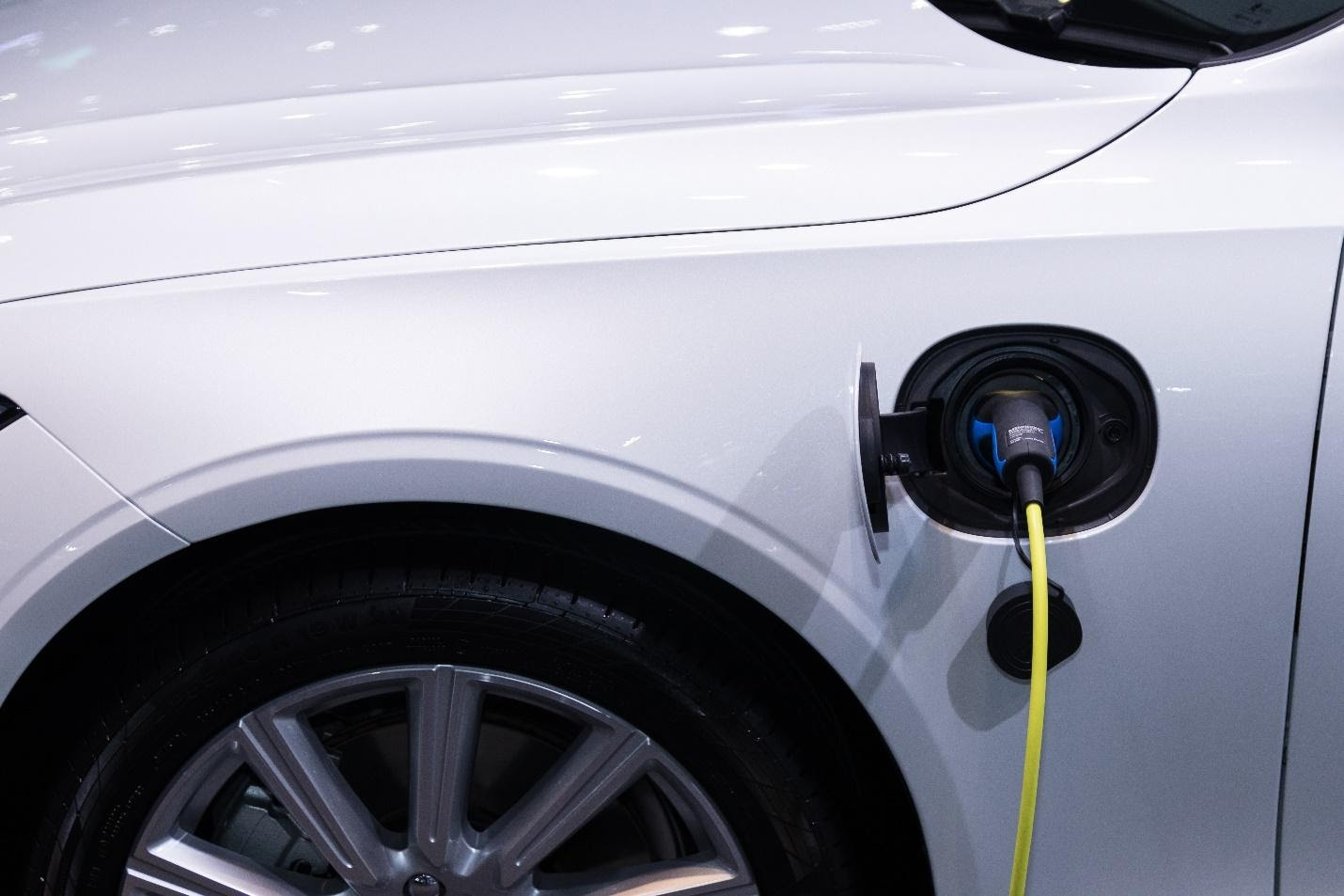 Pros and Cons of Buying Electric Car