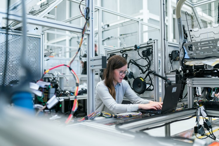 5 Reasons to Consider A Career in Manufacturing