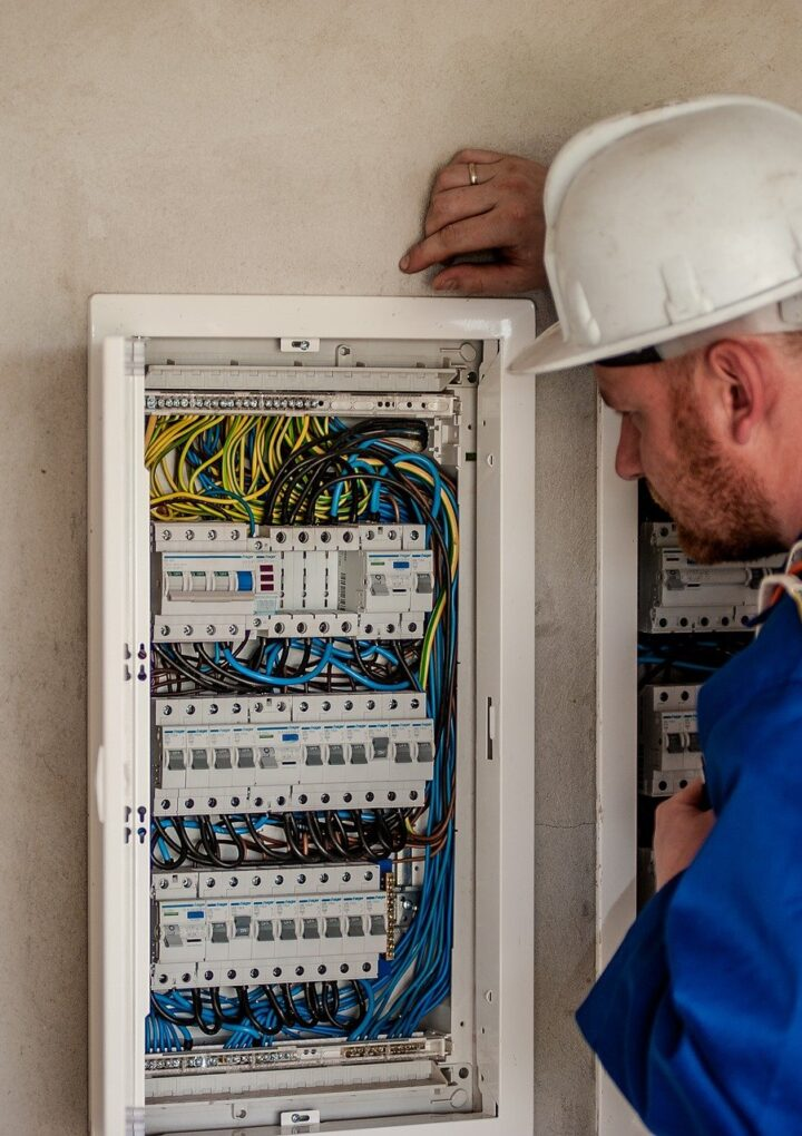 Choosing A Registered Electrician In Ireland, Dublin.
