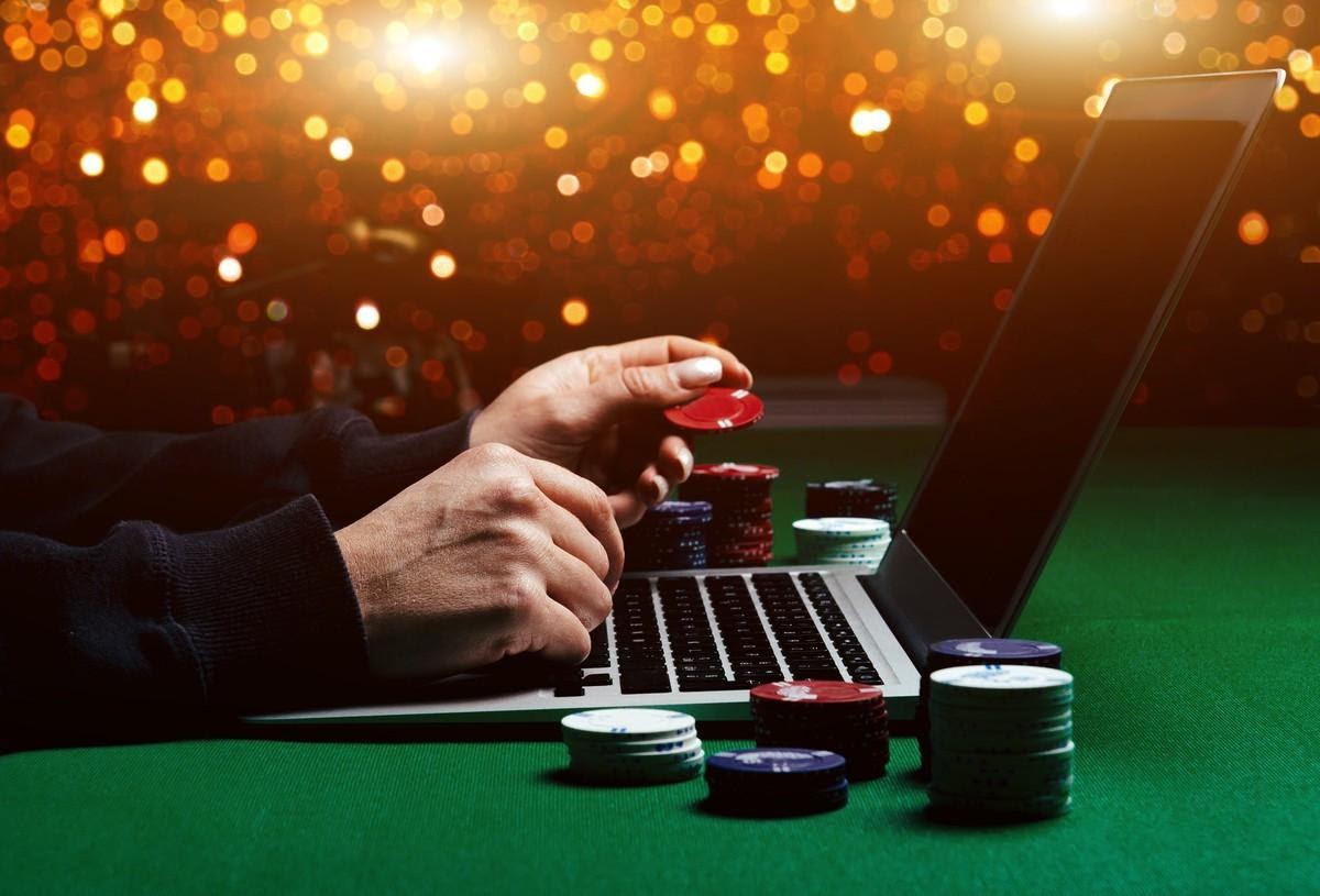 15 Ways to Stay Safe While Playing at an Online Casino