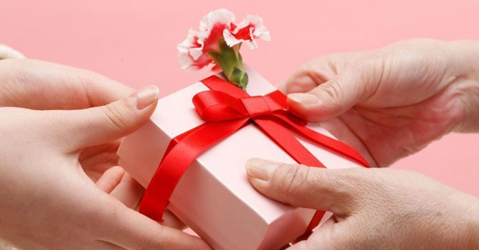 Types of gifts that your sister will love to have on Rakhi day