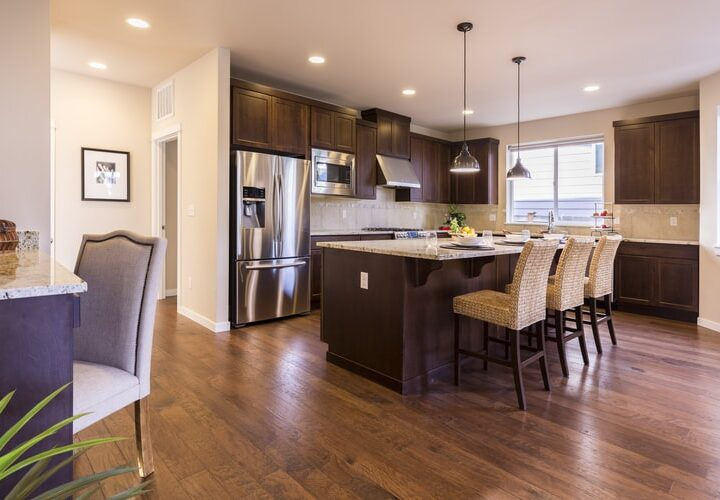 Transitional Kitchens: Happy to Be in the Middle