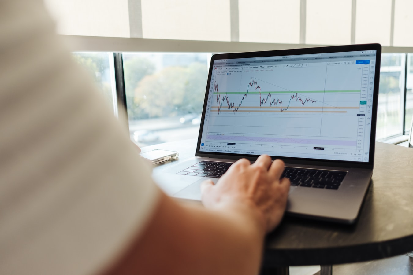 What are the most important reasons behind the popularity of the online trading concept