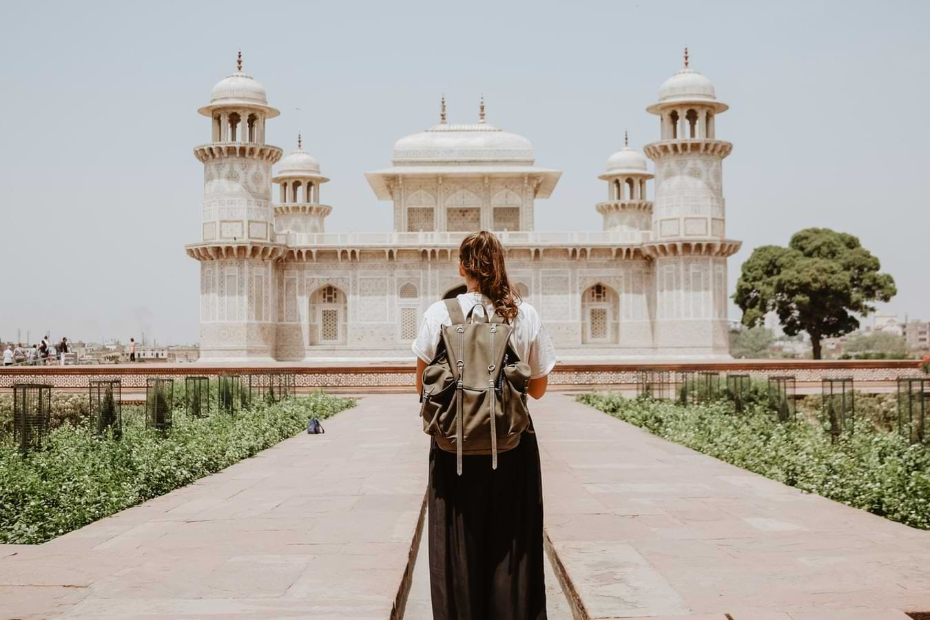 Top 4 Benefits Of Buying High-Quality Travel-Friendly Clothes Online