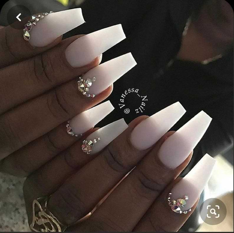 List of 7 Elegant Nail Designs That You Can Go For!
