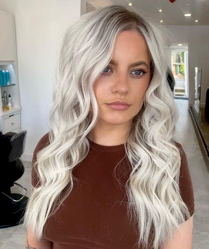 Stunning Platinum Blonde Highlights You Should Try