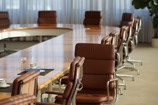 What's the Difference Between a Meeting Room and a Conference Room: Let's Review