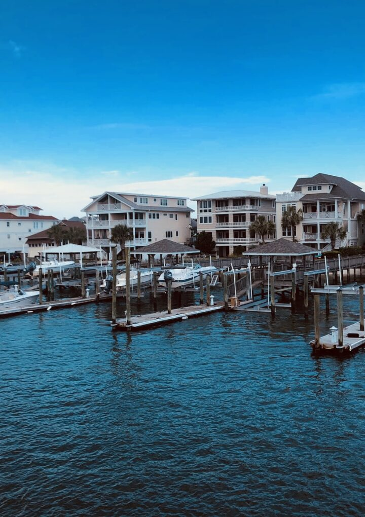 What to look for when buying a luxury waterfront home